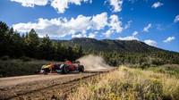 VIDEO: Hory v Coloradu, jemný písek v Miami - po USA se s vozem F1 prohání Verstappen - anotační foto