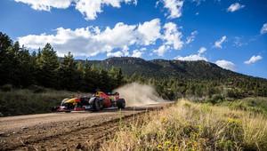 VIDEO: Hory v Coloradu, jemný písek v Miami - po USA se s vozem F1 prohání Verstappen - anotační obrázek