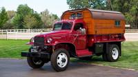Původně armádní náklaďák Chevrolet G506 se proměnil ve stylovou pojízdnou chatku