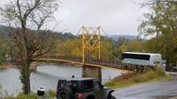 Řidič autobusu ignoroval váhové omezení mostu, ten se pod ním začal děsivě prohýbat