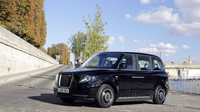 TX eCity taxi během testování v Paříži