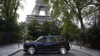 Britské taxíky dobývají Paříž, mají pomoci v boji za lepší ovzduší - anotační obrázek