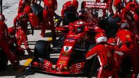 Sebastian Vettel v boxech