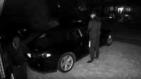 Dvojice zlodějů překonala zabezpečení Tesly Model S pomocí zařízení za 450 Kč