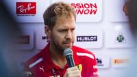Sebastian Vettel během tiskové konference