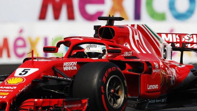 Sebastian Vettel se svým Ferrari v Mexiku