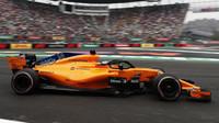Fernando Alonso s McLarenem MCL33 v Mexiku