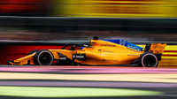 Fernando Alonso s McLarenem MCL33 během kvalifikace v Mexiku
