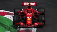 Ferrari má ještě stále teoretickou naději na zisk konstruktérského titulu, na Mercedes ztrácí dva závody před koncem sezóny 53 bodů