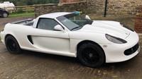Nepříliš zdařilá replika Porsche Carrera GT, postavená na základech Pontiacu Fierro, baví internet
