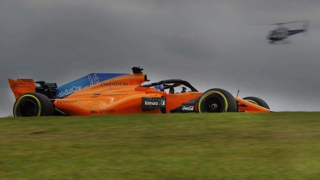Fernando Alonso s McLarenem MCL33 v Brazílii