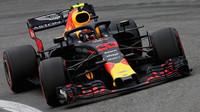 Max Verstappen s Red Bullem RB14 v Brazílii