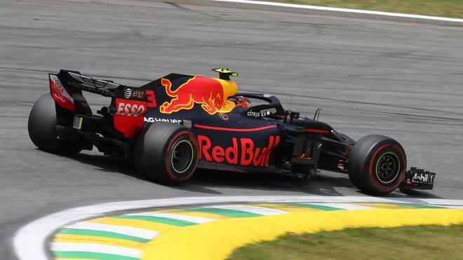 Max Verstappen s Red Bullem v Brazílii