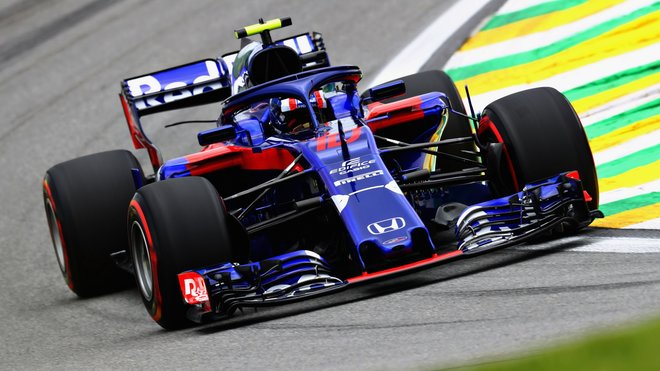 Pierre Gasly s vozem Toro Rosso STR13 poháněným Hondou v kvalifikaci na GP Brazílie