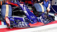 Přední křídlo vozu Toro Rosso v kvalifikaci v Brazílii