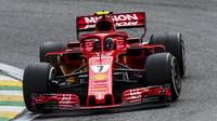 Kimi Räikkönen v závodě v Brazílii