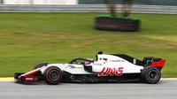 Romain Grosjean v závodě v Brazílii