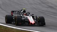 Kevin Magnussen v závodě v Brazílii