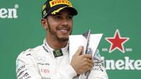 Lewis Hamilton na pódiu po GP Brazílie 2018