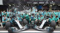 Mercedes slaví mistrovský titul konstruktéra v Brazílii