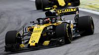 Carlos Sainz v závodě v Brazílii