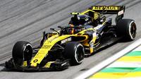 Carlos Sainz s Renaultem RS18 v Brazílii