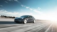 """Tesla vyladila """"sportovní režim"""" Modelu 3, na okruhu porazila i Ferrari 458 - anotační obrázek"""