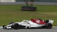 Charles Leclerc v závodě v Brazílli