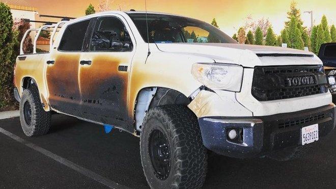 Allyn Pierce riskoval během záchrany pacientů život a upekl svou Toyotu Tundra (Facebook/Allyn Pierce)