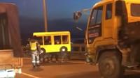 Rusové se rozhodli překonat uzavřený most v převleku za autobus