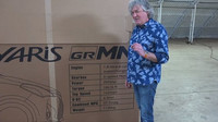 James May předvedl unboxing skutečného automobilu - Toyoty Yaris GRMN (YouTube/JM's unemployment tube)