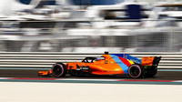 Fernando Alonso s McLarenem MCL33 v Abú Zabí, kde s ním jezdil naposledy