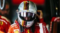 Sebastian Vettel před závodem v Abú Zabí