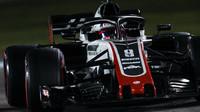 Romain Grosjean v závodě v Abú Zabí