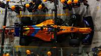 Poslední závodní zastávka Fernanda Alonsa u mechaniků McLarenu