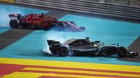 Sebastian Vettel a Lewis Hamilton pálili pneu po závodě v Abú Zabí