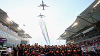 Letecká show před startem závodu v Abú Zabí