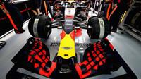 Přední křídlo vozu Red Bull v Abú Zabí