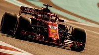 Sebastian Vettel během posledních testů v Abú Zabí