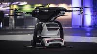 Zmenšený model konceptu létajícího autonomního taxi Audi Pop.Up Next se poprvé vznesl do vzduchu