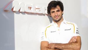 Sainz věří, že se McLaren loni dotkl dna a že mu vývoj u Renaultu pomůže - anotační obrázek