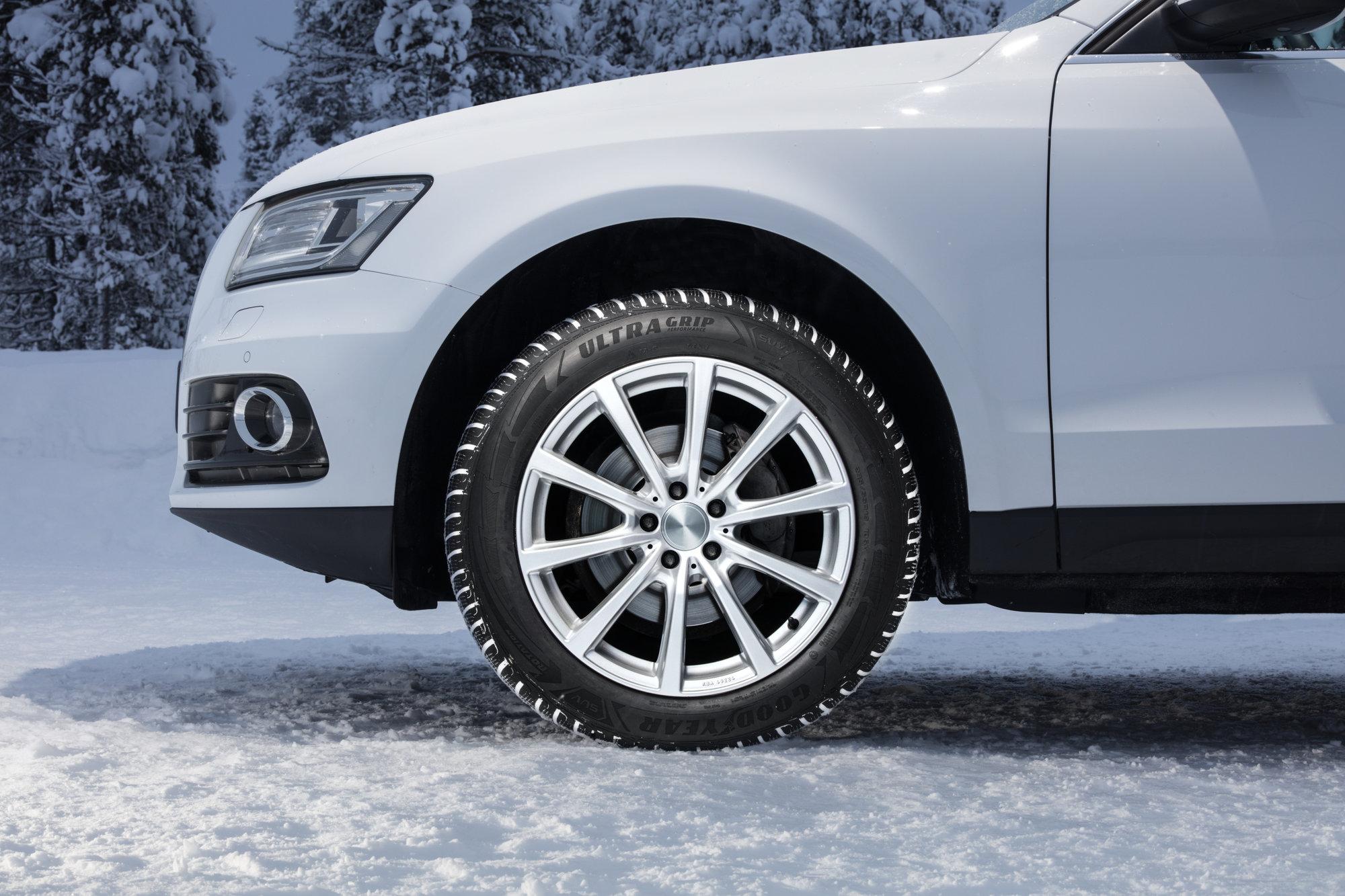 Celoroční pneu: Solidní kompromis s několika omezeními - anotační obrázek