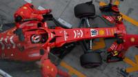Charles Leclerc při posezónních testech s Ferrari v Abú Zabí