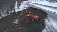 Většinu silnic poškozených během nedávného zemětřesení na Aljašce se podařilo opravit za méně než týden