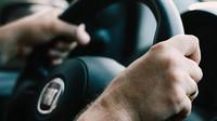 Držíte volant správně? Neriskujte ztrátu kontroly nad vozem a zbytečná zranění - anotační obrázek