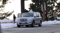 Řidiče v Kalifornii překvapil sníh, jejich reakce vás však nejspíš zarazí - anotační foto
