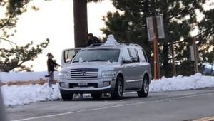 Řidiče v Kalifornii překvapil sníh, jejich reakce vás však nejspíš zarazí - anotační obrázek