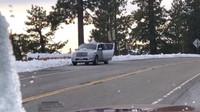 Obyvatelé Kalifornie byli z prvního sněhu tak nadšení, že si začali na střechách aut stavět sněhuláky. Nikoho přitom nenapadlo, co by se mohlo stát (Instagram/thedrive)