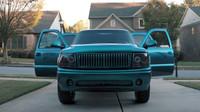 """Jay """"Joka"""" Jones naskládal do svého Chevroletu Tahoe 62 reproduktorů a 4 velké subwoofery"""