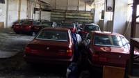 Ve starém skladišti bylo několik let ukryto 11 nedotčených BMW řady 5 generace e34 (Facebook/Център за БОРБА с Ръждата)